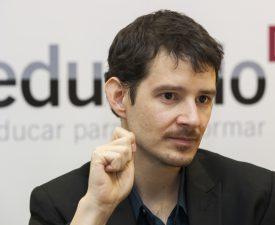 """Entrevista a Cristóbal Cobo: """"El desafío no está en usar el dispositivo tecnológico, sino en aprender a pensar distinto"""""""